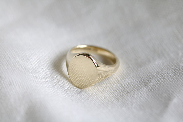 Oval Signet Ring Yellow Gold