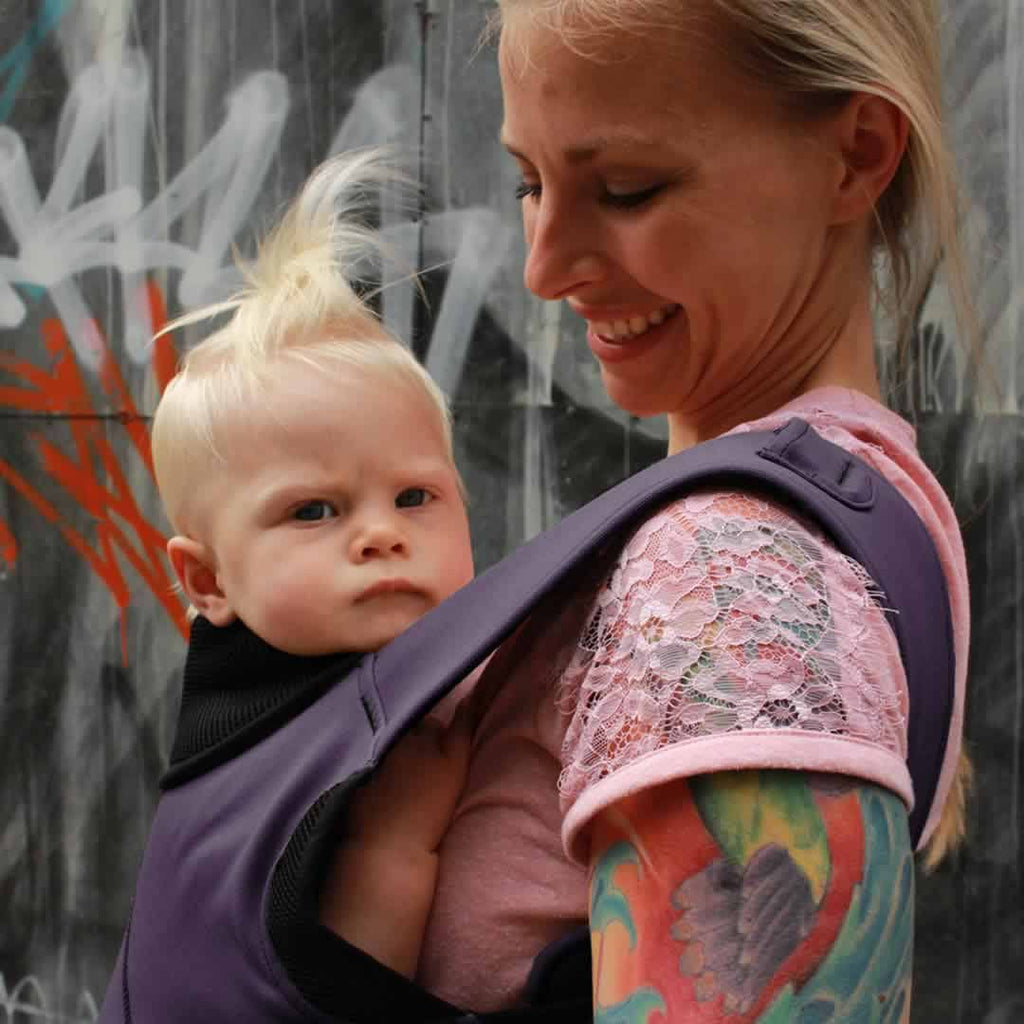 Close Caboo DXgo Baby Carrier Plum Lifestyle