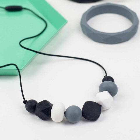 Little Magpies Ariel Teething & Nursing Necklace - Monochrome