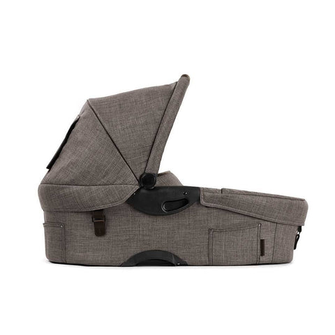 Mutsy Evo Carrycot in Farmer Earth