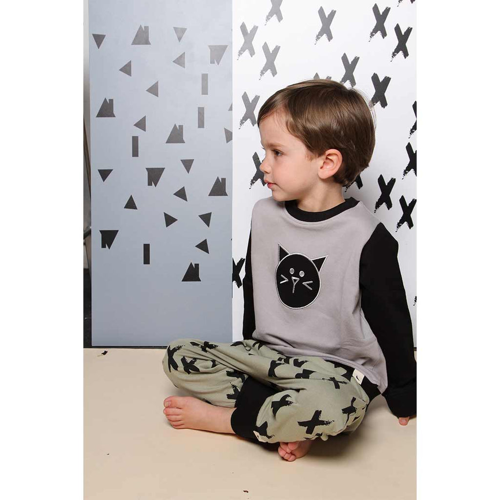 Turtledove London Drop Hem T-Shirt - Cat Applique-Short Sleeves- Natural Baby Shower