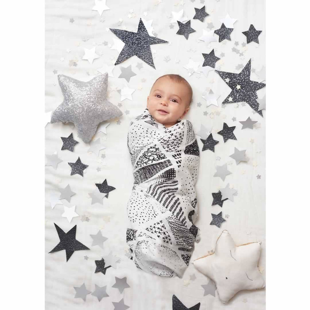 aden + anais Bamboo Swaddles Midnight - 3 Pack Lifestyle