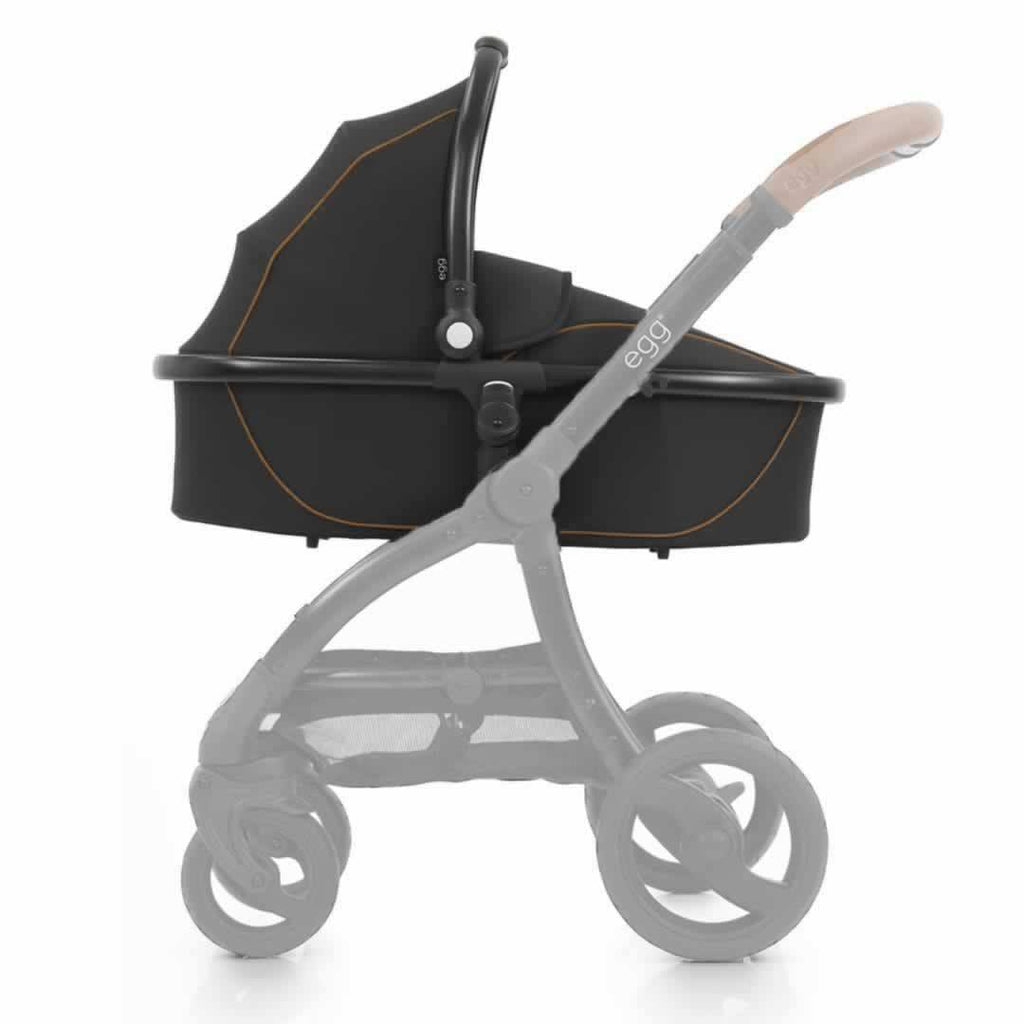 egg Carrycot in Black with Espresso Black
