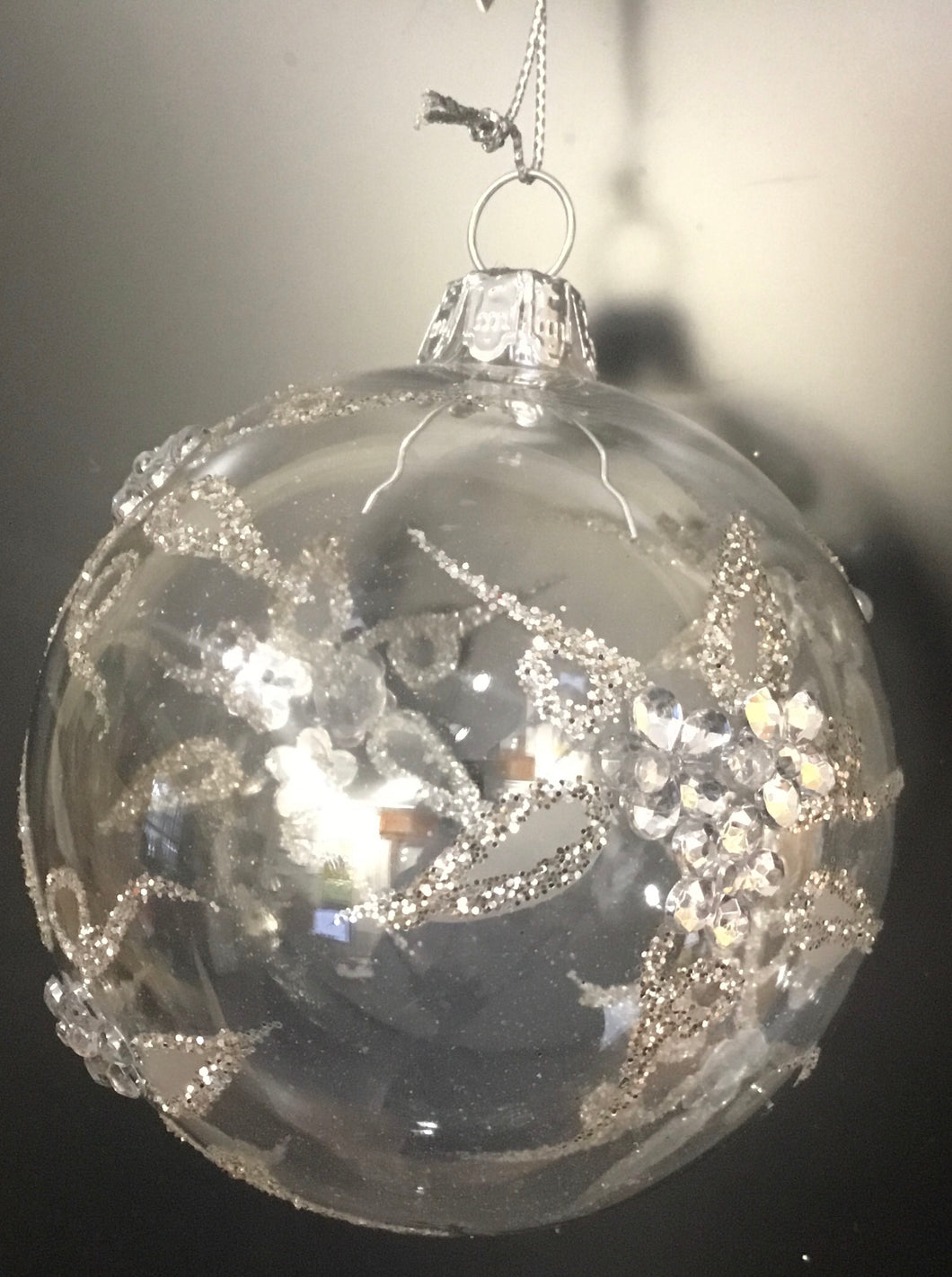 Clear glass bauble with Silver glitter flower