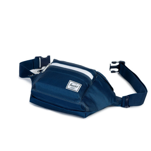 HERSCHEL SEVENTEEN HIP PACK IN NAVY FOUTA  - 3