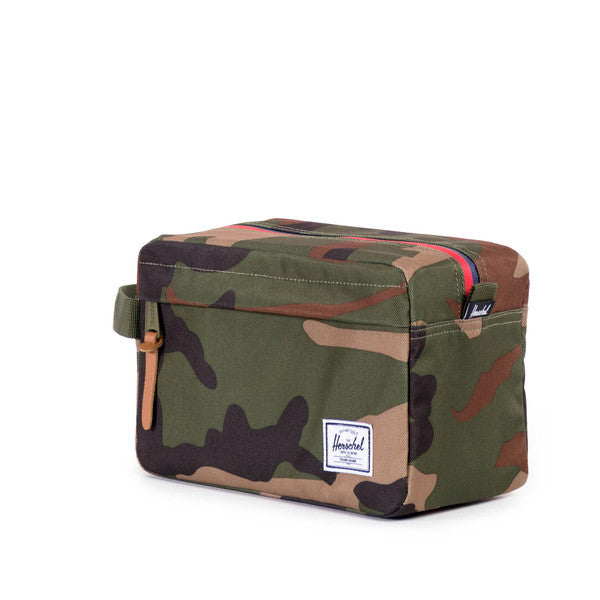 HERSCHEL CHAPTER TRAVEL KIT IN WOODLAND CAMO MULTI ZIP  - 2