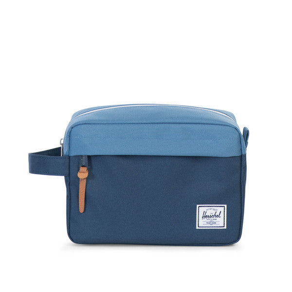 HERSCHEL CHAPTER TRAVEL KIT IN NAVY AND CAPTAIN