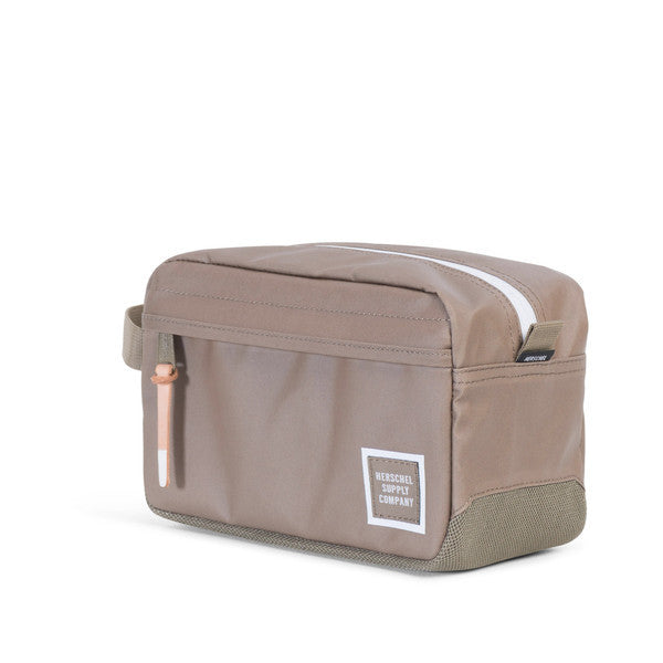 HERSCHEL CHAPTER TRAVEL KIT IN LEAD GREEN POLYCOAT  - 2