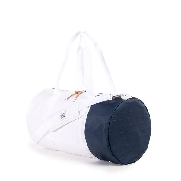 HERSCHEL SUTTON DUFFLE BAG IN WHITE AND NAVY POLYCOAT  - 2