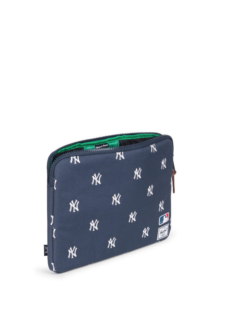"HERSCHEL SUPPLY CO X MLB NY YANKEES ANCHOR SLEEVE FOR MACBOOK AIR/PRO 13""  - 2"