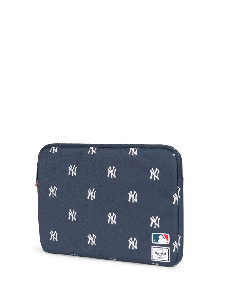 "HERSCHEL SUPPLY CO X MLB NY YANKEES ANCHOR SLEEVE FOR MACBOOK AIR/PRO 13""  - 3"