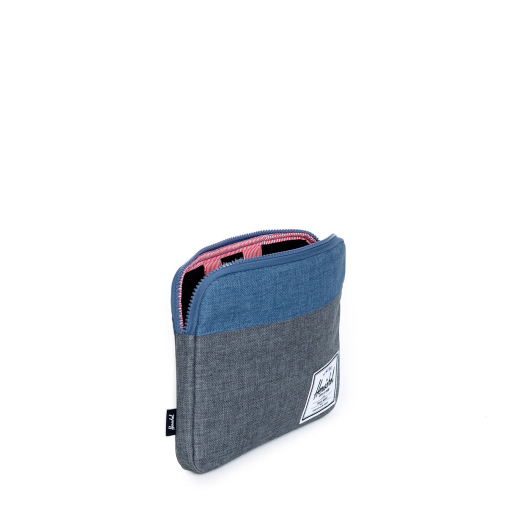 HERSCHEL ANCHOR IPAD/IPAD AIR SLEEVE IN CHARCOAL AND NAVY CROSSHATCH  - 3