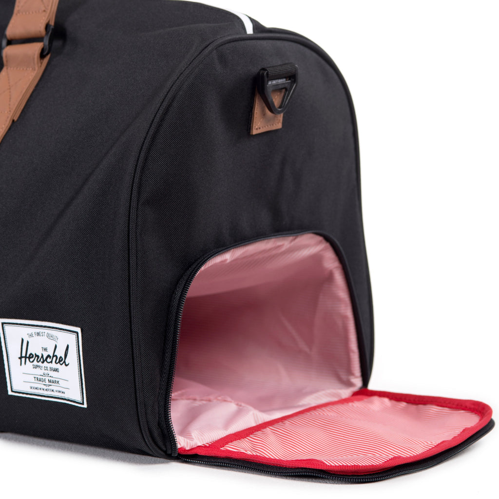 HERSCHEL NOVEL DUFFLE BAG IN BLACK  - 3