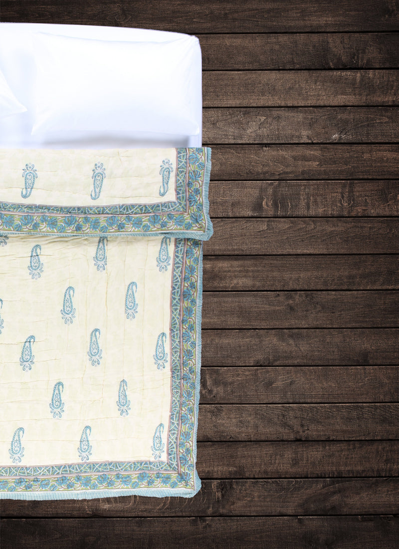 Shop_QueenQuilt-SunDrenchedPaisley_MavenAndKit_4