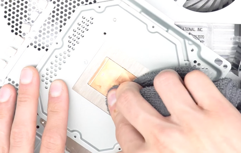 Removing the old thermal paste