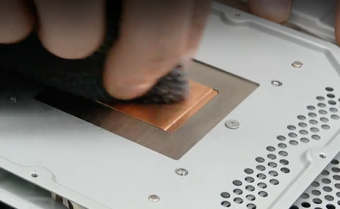 Cleaning the heatsink surface with rubbing alcohol