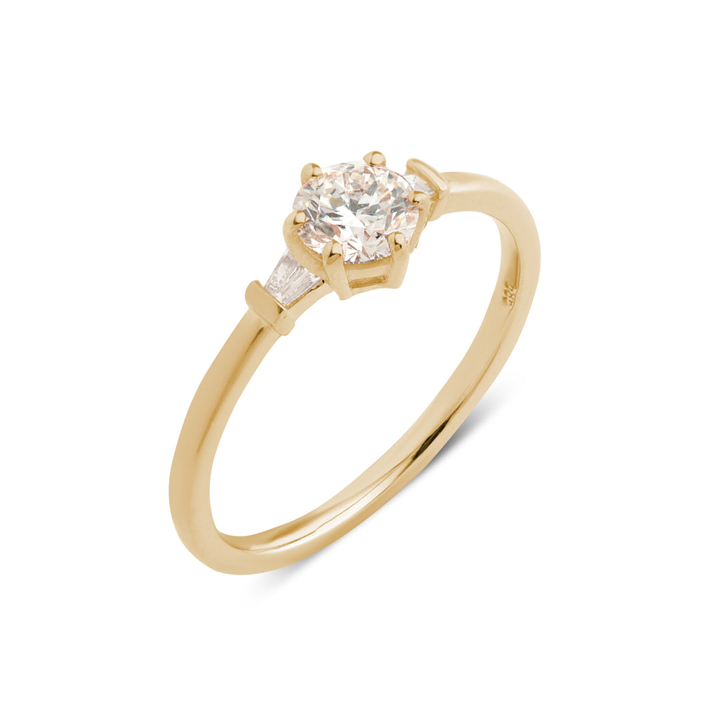 The Round Tapered Diamond Ring // Gold
