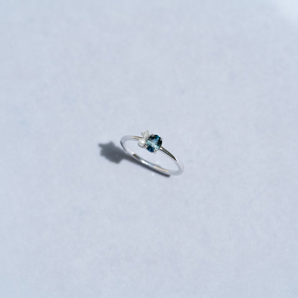 Duchess Sky Sapphire Diamond Ring // White Gold