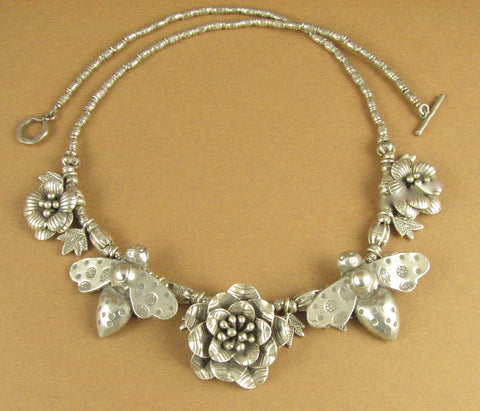 Flower, bee and leaf necklace. 2 bees. Solid fine silver. 925. Handmade.