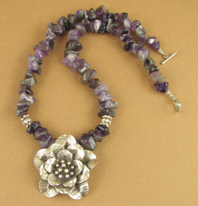 Amethyst and silver flower necklace. Chunky. Purple/white. Sterling silver 925.