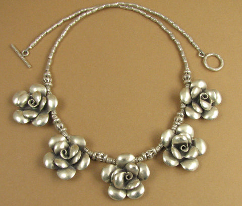 Flower necklace with 5 roses. Solid fine silver.
