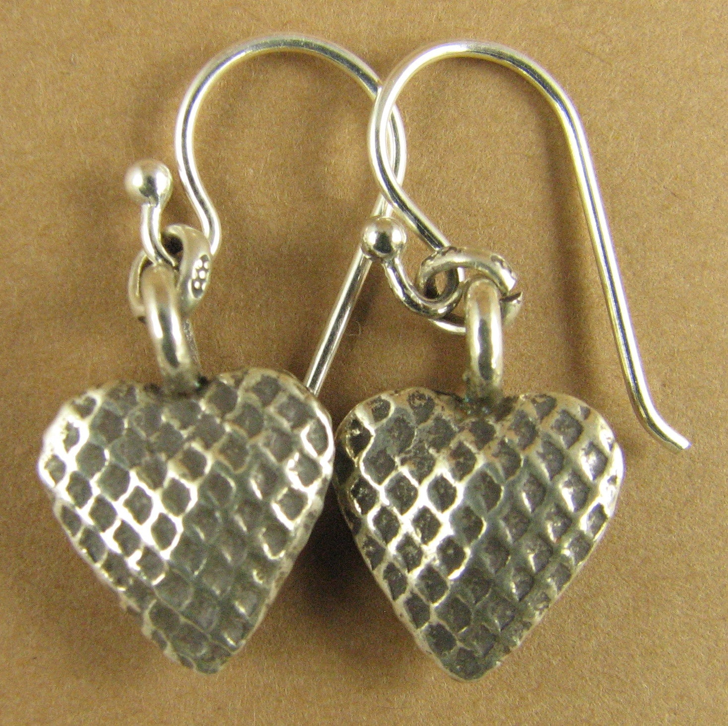 Heart earrings. Checked/criss-cross. Rounded. 2 sided. Fine & Sterling silver 925