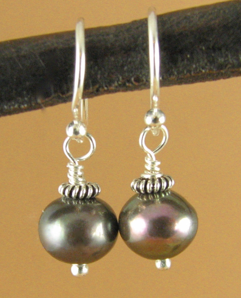 Black pearl earrings. Natural. Small. Sterling silver 925. Handmade.