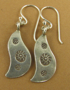 Curvy fine silver earrings. Flower stamped. Sterling silver hooks 925.