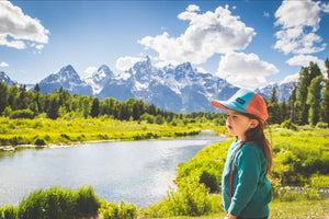 GIRL WITH COOL HAT WITH TETONS IN BACK