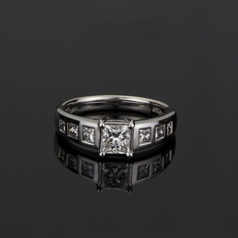 18ct White Gold Princess Cut Diamond Ring LJ995