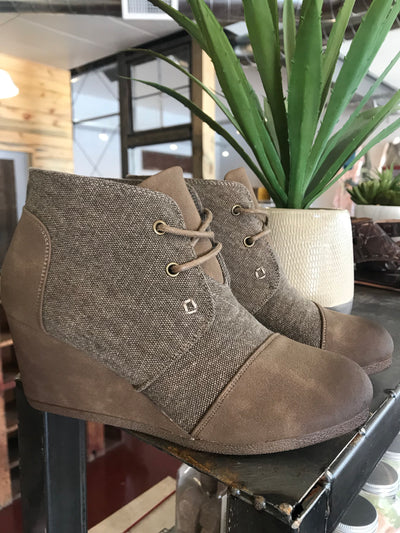 Sabrine Bootie (2 Colors)
