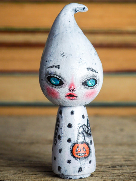 Danita original wooden kokeshi art doll. Home decor Halloween ghost girl mini figurine, perfect to decorate desks and shelves. Collectible items from Danita!