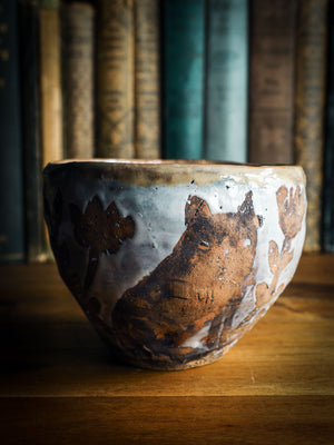 An original Idania Salcido Danita Art pinched ceramic pet cat art bowl. Handmade from locally foraged clay, this glazed ceramics one of a kind artwork is perfect for any kitchen plate and bowls unique collection. Food safe hand wash only bowl. A beautiful cat animal spirit and raw clay flowers adorn a unique artistic hand made pet food bowl.