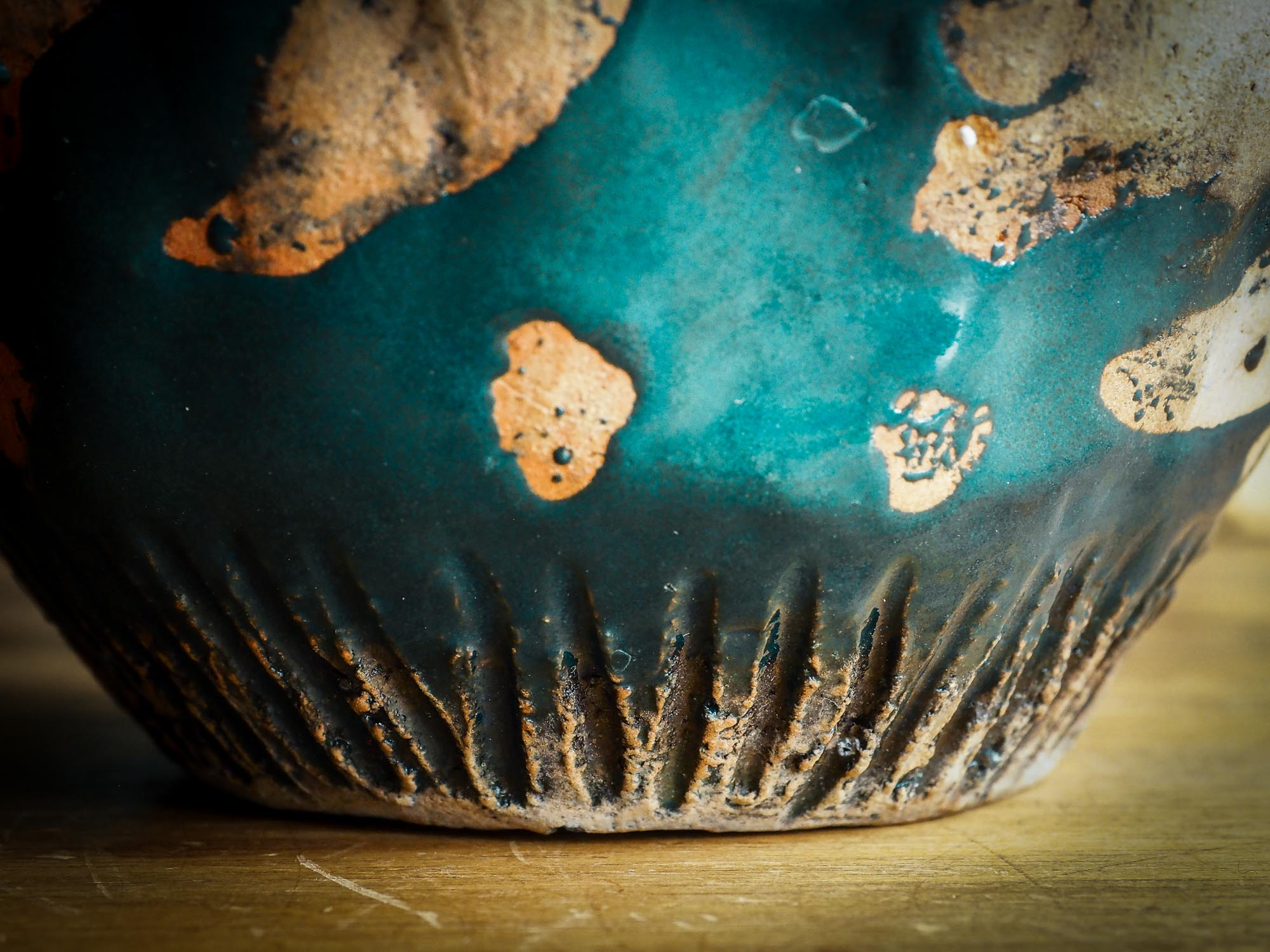 An original Idania Salcido Danita Art pinched ceramic free turquoise birds art bowl. Handmade from locally foraged clay, this glazed ceramics one of a kind artwork is perfect for any kitchen plate and bowls unique collection. food safe hand wash only bowl. Blue turquoise glaze contrasts with raw clay colored flying handmade birds.