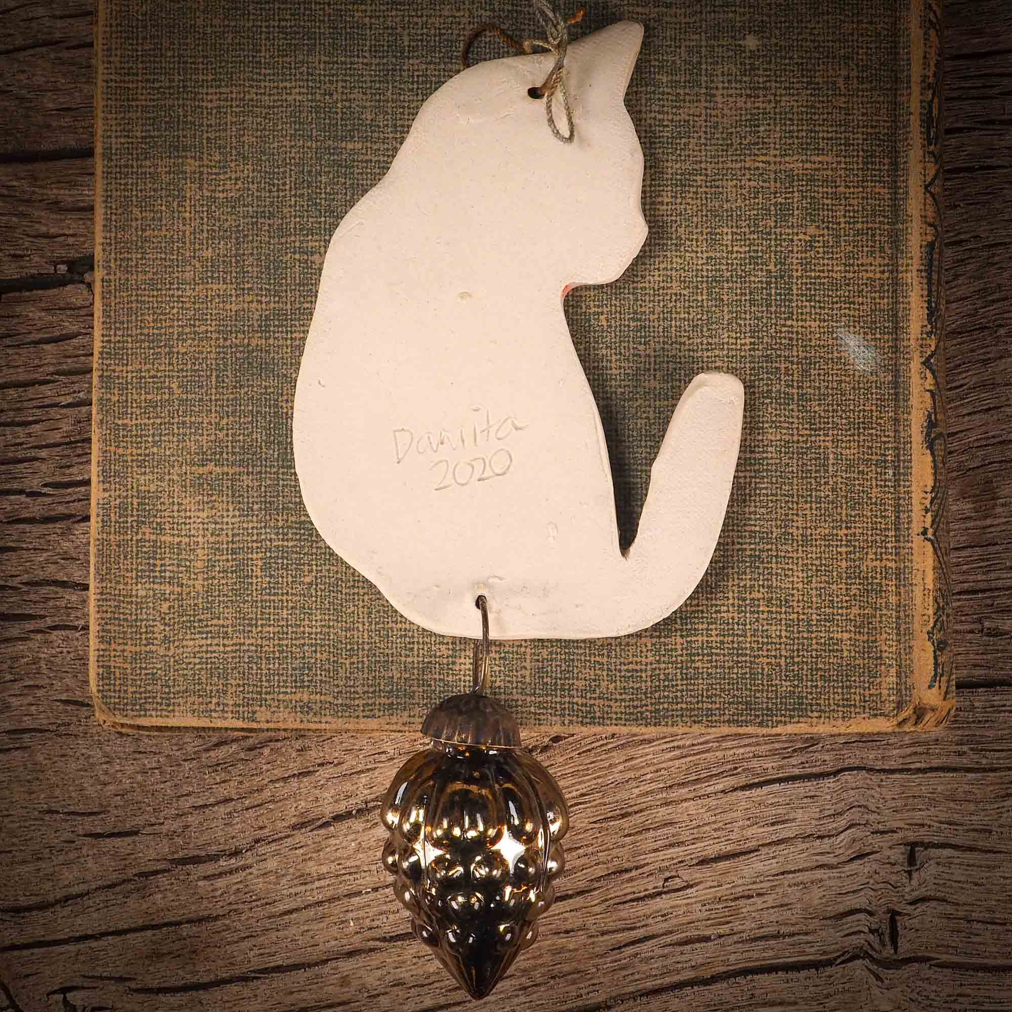 HOLIDAY CAT ORNAMENT #16