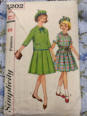 MIDDY DRESS & HAT: Girl's two-piece middy dress and hat 1960s bust 30 *4202