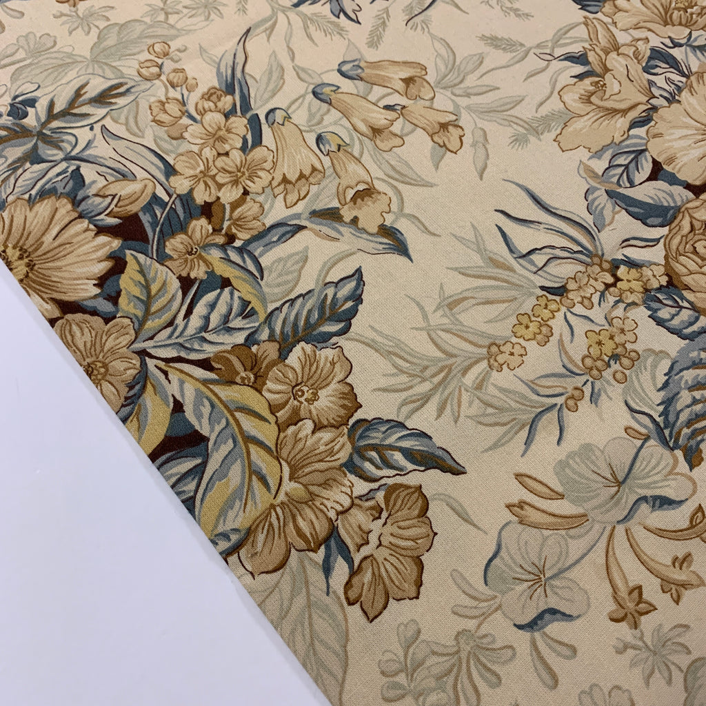 LESS THAN 1m LEFT: Modern quilt cotton 2000 with a romantic olde worlde floral print in muted colours