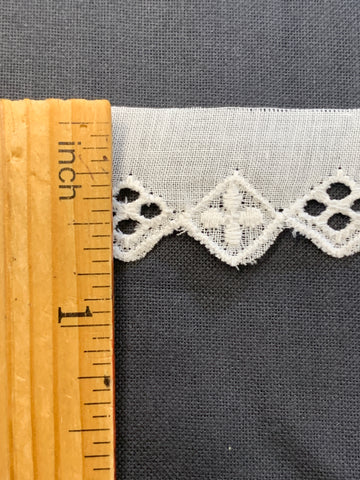 4m LEFT: vintage? lovely light cotton trim w/ 1cm diamonds