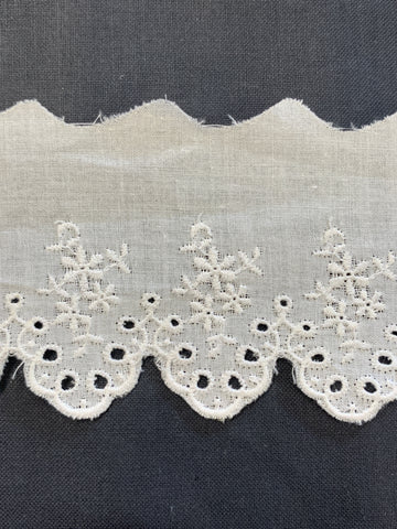 4m LEFT: lovely vintage? 80s? broderie anglaise embroidered scalloped cotton trim 6cm high