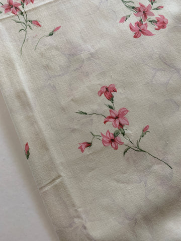 LESS THAN 2m LEFT: Pretty pink flowers and buds on a cream base 80s vintage
