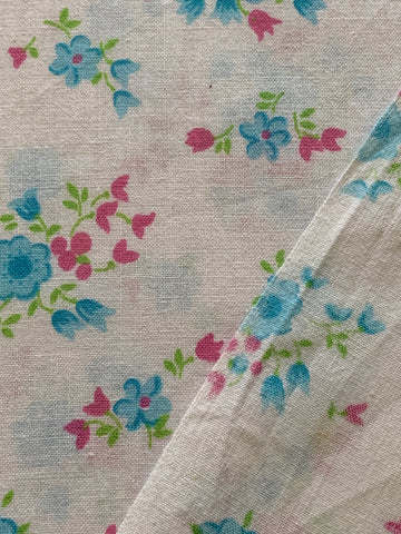 2.5m LEFT: Vintage 1960s light weight cotton w/ pink and blue floral