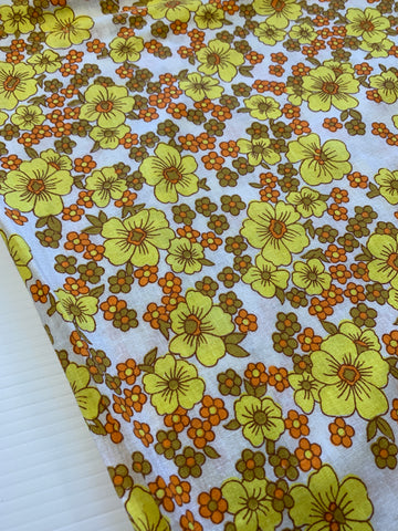 LAST PIECE: Vintage 1960s 70s yellow flowers daisy style cotton sheeeting