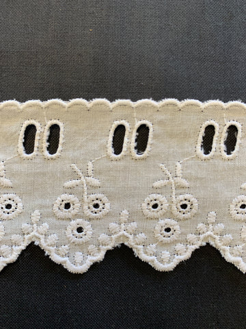 5m LEFT: Vintage 5cm wide broderie anglaise insert trim w/ scalloped edge