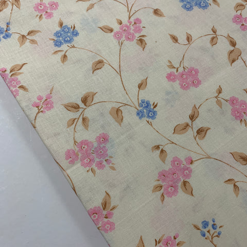 LESS THAN 2m LEFT: Pretty 1980s cotton sheeting with pink and blue floral FQ+