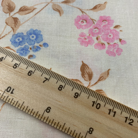 Pretty 1980s cotton sheeting with pink and blue floral FQ+