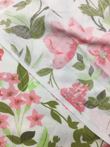 Pretty vintage 1970s cotton sheeting pink and green floral FQ+