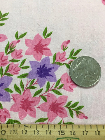 LESS THAN 1m LEFT: Pretty 1970s pink cotton sheeting w retro floral cluster