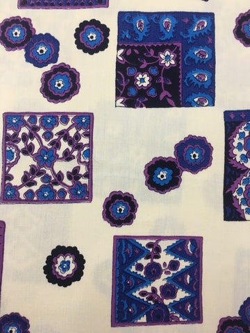 2.5m LEFT: Retro 1970s light calico blue purple floral FQ+