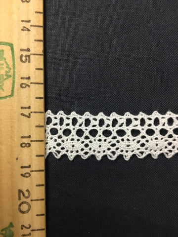 Dainty cotton lace trim M+