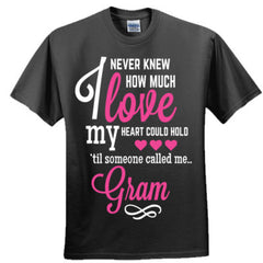 I NEVER KNEW HOW MUCH LOVE MY HEART COULD HOLD TIL SOMEONE CALLED ME GRAM PINK PRINT - Adult Tshirt